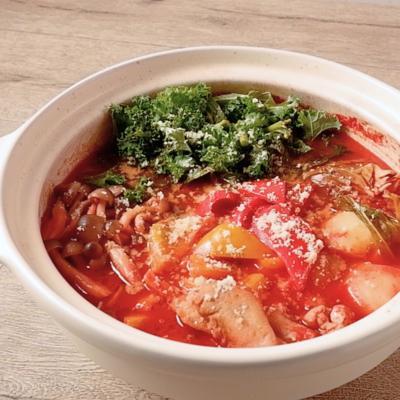 ケールと鶏もも肉のトマト鍋