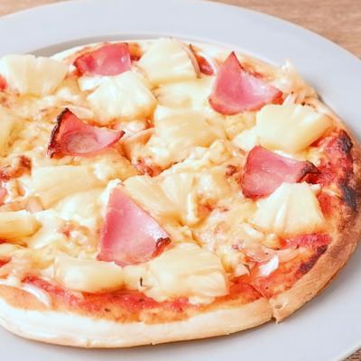 パイナップルとハムのピザ