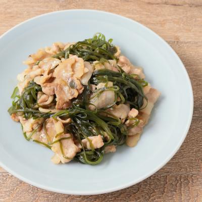 豚バラ肉と切り昆布の炒め物