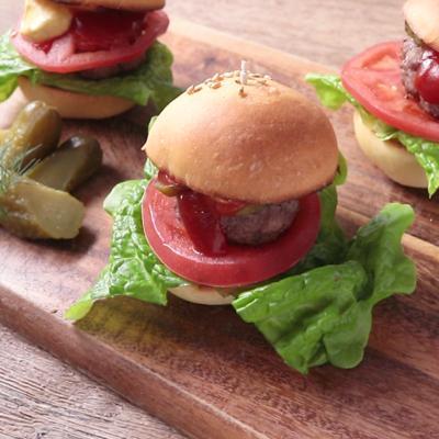 手作りバンズで かわいいミニハンバーガー