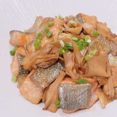 秋鮭とマイタケのバターしょうゆ炒め