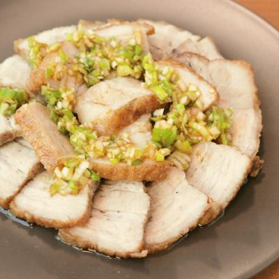 オーブンで簡単 豚バラ肉のねぎソースがけ