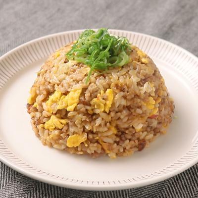 キャベツとひき肉の味噌辛チャーハン