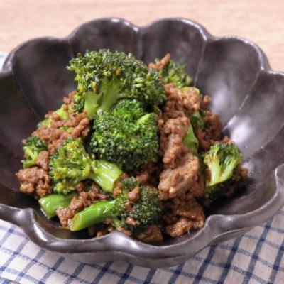 牛ひき肉とブロッコリーのカレーマヨ炒め