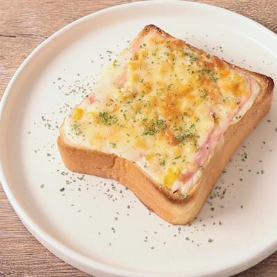 食パンでハムチーズグラタントースト
