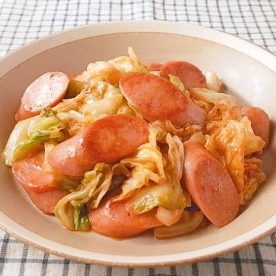 簡単 魚肉ソーセージとキャベツのオーロラ炒め