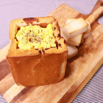 ポット食パンでハッシュドビーフ