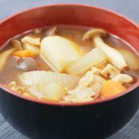 赤味噌仕立て ゴロゴロ里芋ときのこの豚汁