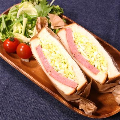 ボリューム満点!ランチョンミートとキャベツのサンドイッチ
