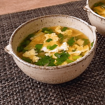 ニラとキムチのピリ辛かきたまスープ