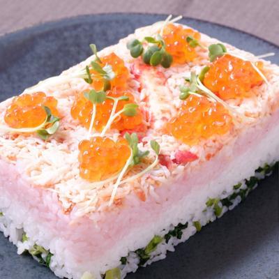お祝いに 蟹とイクラの三色押し寿司