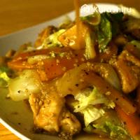 ご飯にぴったり!\n鶏肉と白菜の白ごま味噌炒め