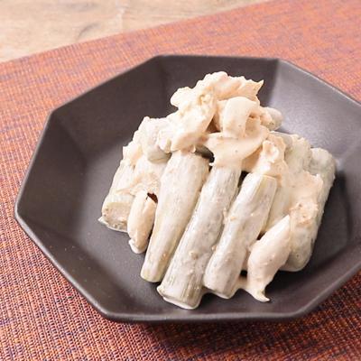 ずいきと鶏ささみの胡麻マヨネーズ和え