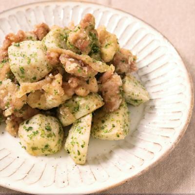 揚げ里芋と揚げ鶏の塩炒め