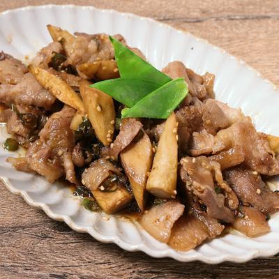 ごぼうと豚バラ肉の青唐辛子激辛炒め