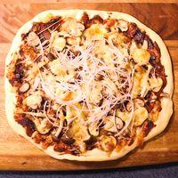 生地から手作り 八丁味噌のきのこピザ