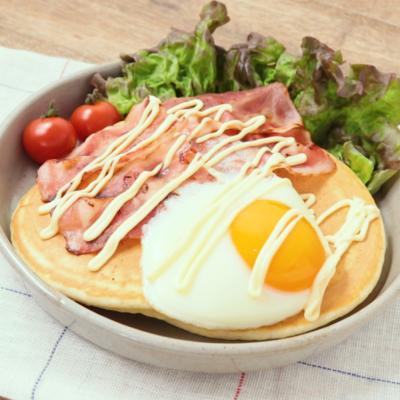 朝食にもぴったり ベーコンエッグパンケーキ