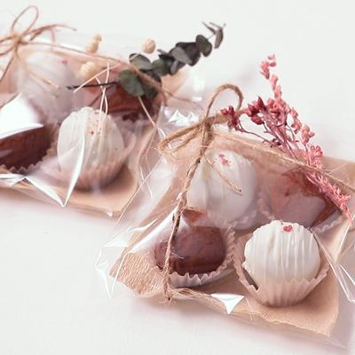 2色の口溶けトリュフチョコレート