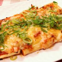 チーズとろり!油揚げのキムチピザ