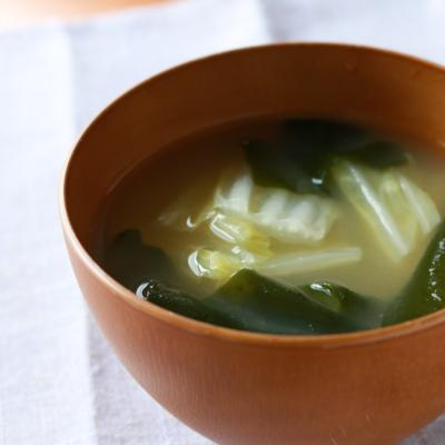 白菜とわかめのお味噌汁