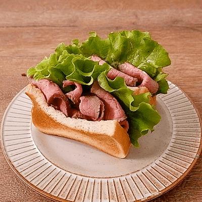 たっぷりローストビーフのサンドイッチ