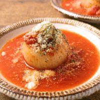 トマトソースで 新玉ねぎのファルシー