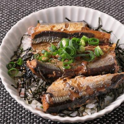 サンマ蒲焼缶と香味野菜の丼