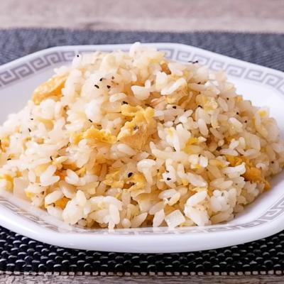 シンプルがおいしい 玉ねぎと卵のチャーハン