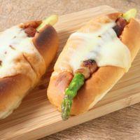 アスパラベーコンのチーズホットドッグ
