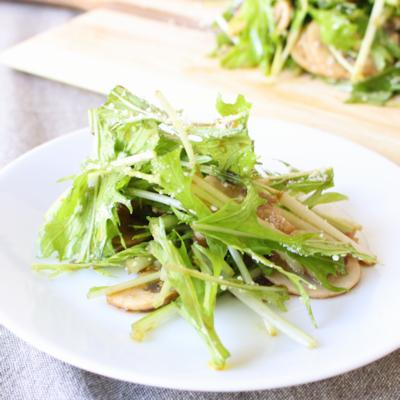 バルサミコドレッシングで水菜とマッシュルームのサラダ