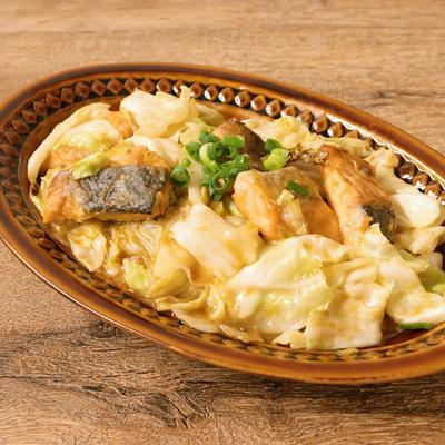 鮭とキャベツの味噌バター炒め