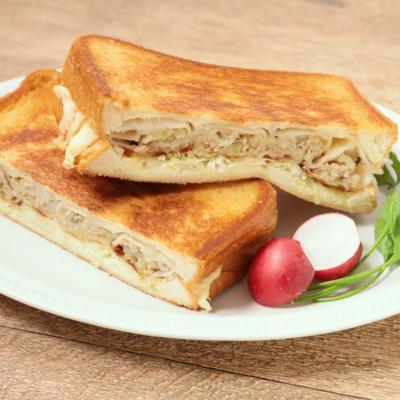 チーズがとろ~り 焼き餃子の簡単ホットサンド