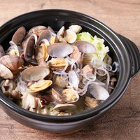 春キャベツたっぷり つるつる食感が美味しいあさりの鍋