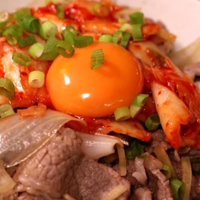 スタミナ満点!キムチ牛丼
