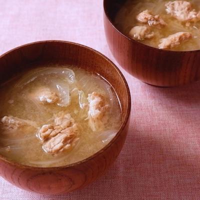 鮭の水煮缶と玉ねぎのお味噌汁