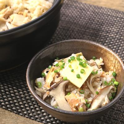 秋鮭とたっぷりきのこの土鍋ごはん