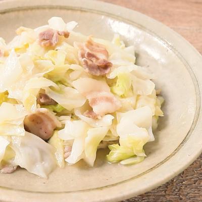 キャベツと豚バラ肉の塩レモン炒め