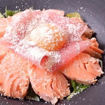 にんにくハーブオイル漬けのサーモンレア丼