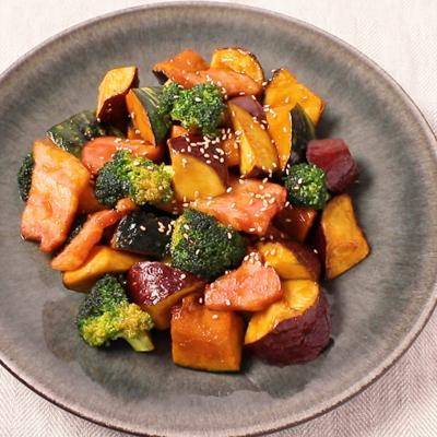 ベーコンの旨味たっぷり 三種の野菜のごろごろベーコン炒め