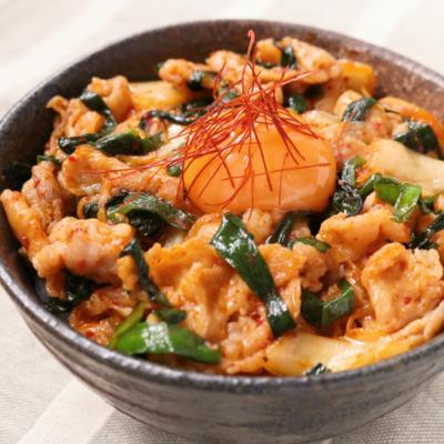 ニラ豚キムチ丼