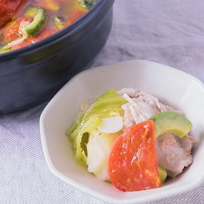 トマトとアボカドのオイル鍋