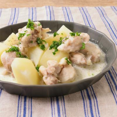 鶏もも肉とじゃがいもの濃厚クリーム煮