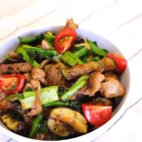 スタミナ満点!\n野菜たっぷり豚丼