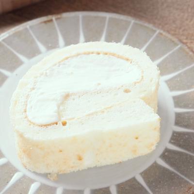 杏仁ホワイトロールケーキ