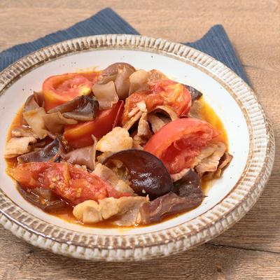 トマトでさっぱり キクラゲと豚バラ肉の炒め物