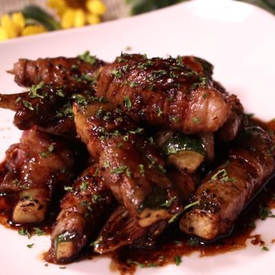 ミョウガとズッキーニの豚肉巻きバルサミコペッパーソース