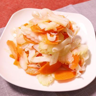 イカの燻製が決め手の簡単サラダ