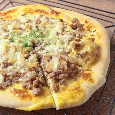豚ひき肉のクリームピザ