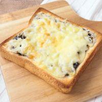 しらすと海苔の佃煮のチーズトースト