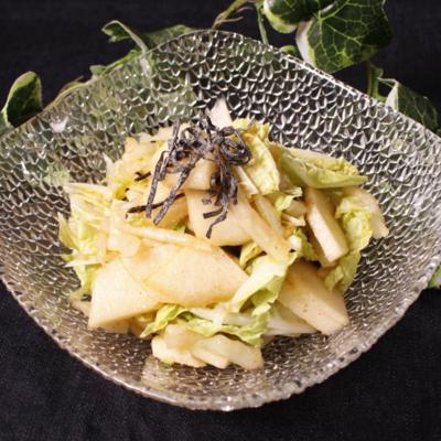シャクっと歯応え!白菜と梨のピリ辛サラダ
